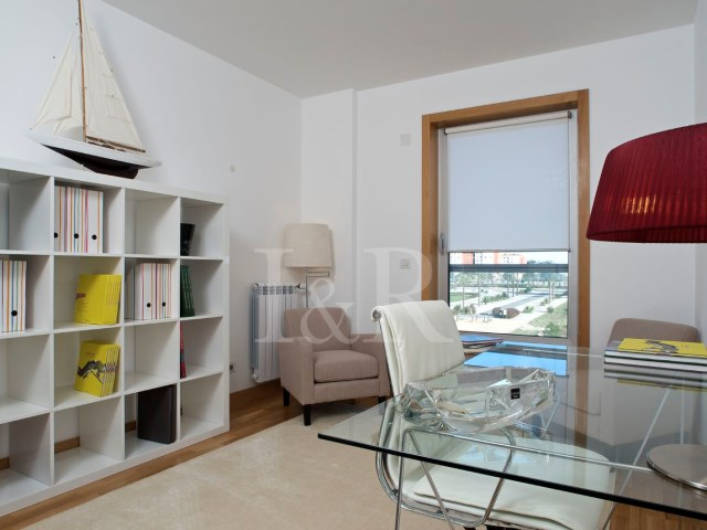 4 BEDROOM APARTMENT WITH BALCONY IN LUMIAR, LISBON