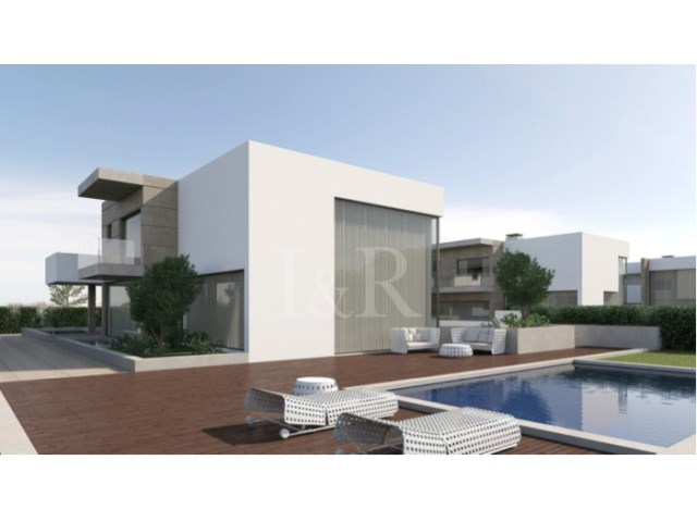4 BEDROOM VILLA IN CASCAIS WITH POOL
