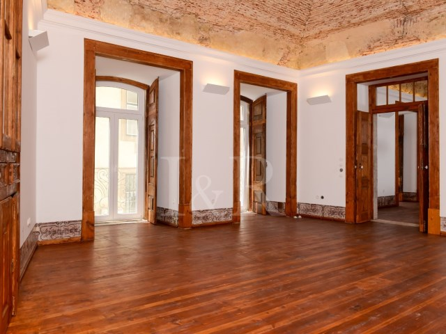 UNIQUE 2 BEDROOM APARTMENT IN AN HISTORICAL BUILDING OF CHIADO, LISBON | 2 Bedrooms | 3WC