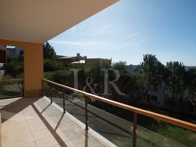 4 BEDROOM VILLA IN GATED COMMUNITY WITH SEA VIEW, CASCAIS | 4 Bedrooms + 2 Interior Bedrooms | 4WC