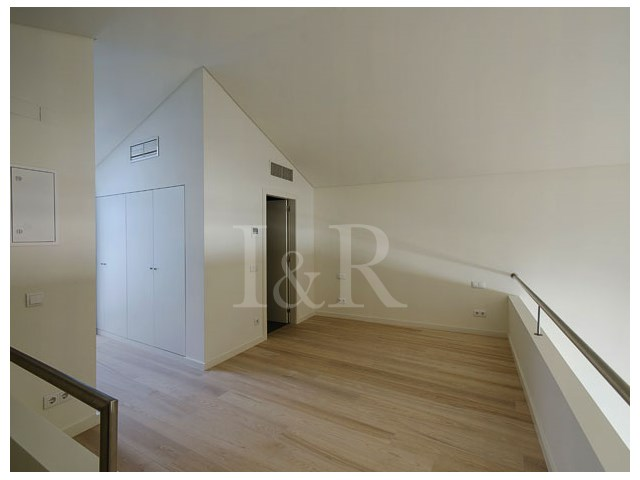 EXCELLENT LOFT IN PRIVATE CONDOMINIUM IN THE HISTORIC CENTER OF LISBON