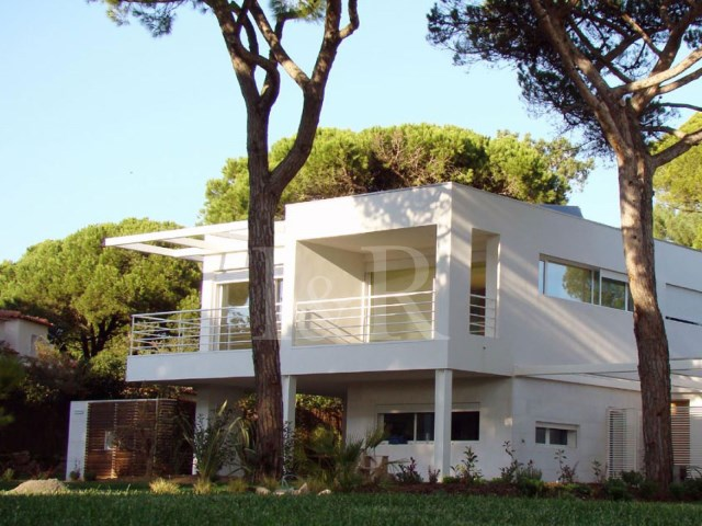 2 BEDROOM VILLA WITH GARDEN, POOL AND VIEW OVER THE GOLF COURSE IN CASCAIS | 2 Bedrooms | 3WC
