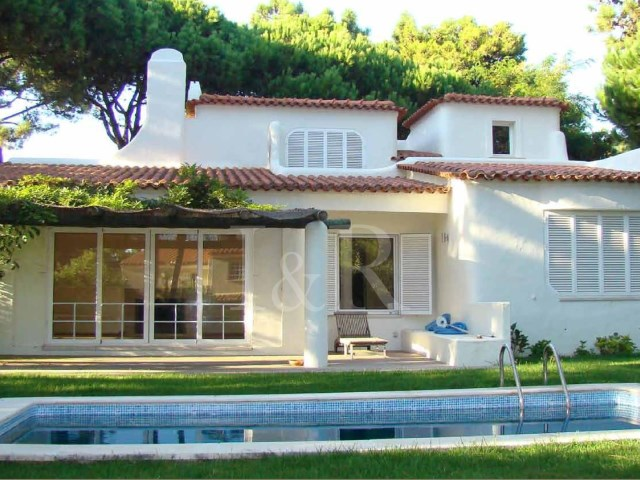 3 BEDROOM VILLA WITH GARDEN AND POOL IN CASCAIS | 3 Bedrooms | 3WC