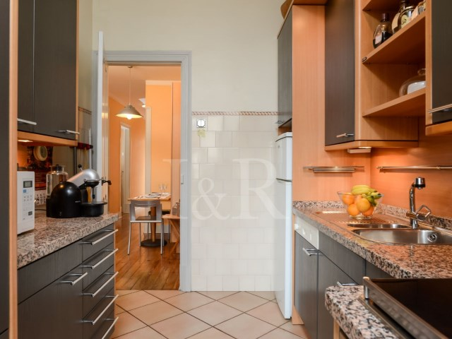 BRIGHT 3-BEDROOM APARTMENT IN GRAÇA, LISBON | 2 Bedrooms + 1 Interior Bedroom | 2WC
