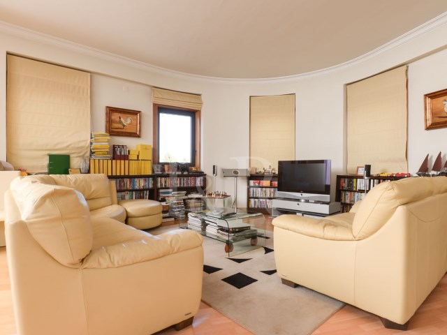 LUXURY 5 BEDROOM APARTMENT WITH VIEWS OVER THE GULBENKIAN GARDEN, LISBON | 5 Bedrooms | 4WC