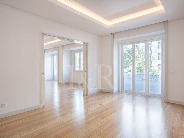 4 BEDROOM APARTMENT WITH BALCONY IN THE CITY CENTRE OF LISBON | 4 Bedrooms | 4WC
