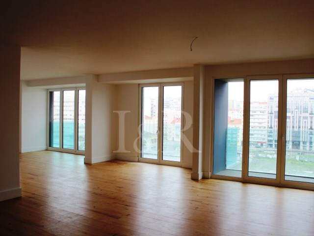 LUXURIOUS 3-BEDROOM APARTMENT WITH POOL IN AVENIDAS NOVAS, LISBON | 3 Bedrooms | 3WC