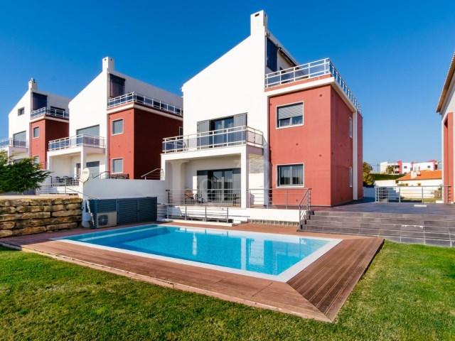 5 BEDROOM VILLA ON SEAFRONT, NEAR ERICEIRA | 5 Bedrooms | 5WC