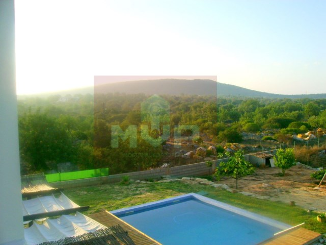 House 3 bedrooms detached villa, pool, garage in Moncarapacho-views of the pool and field