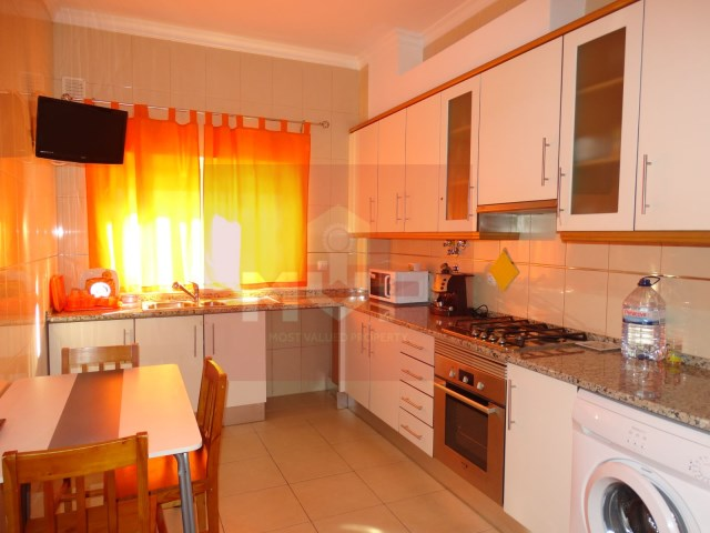 2 bedroom apartment with parking in Pechão-kitchen