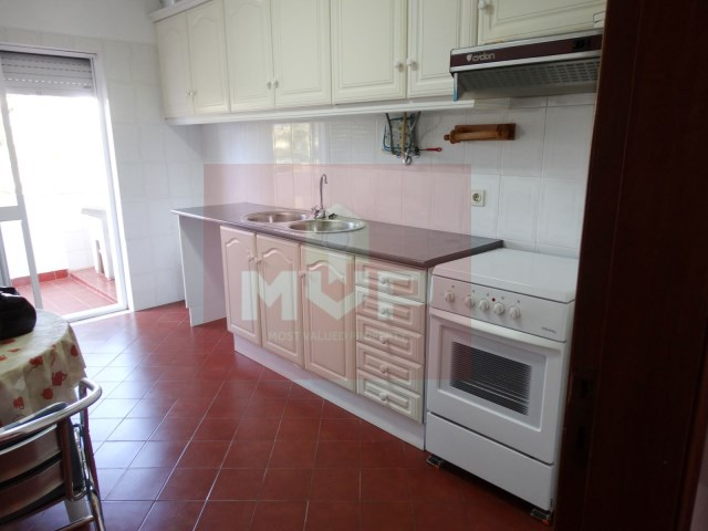 3 bedroom apartment in São Brás de Alportel-kitchen