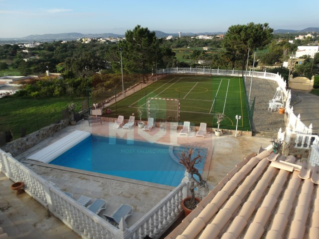 Detached house with swimming pool near Faro-pool view