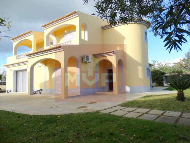 House 4 bedrooms detached villa with garage, land and sea, in Moncarapacho-exterior