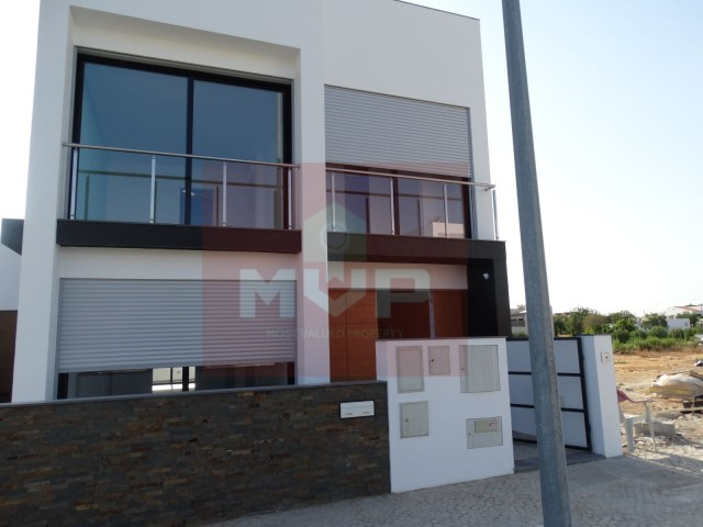 House 3 bedrooms new in Quelfes-facade