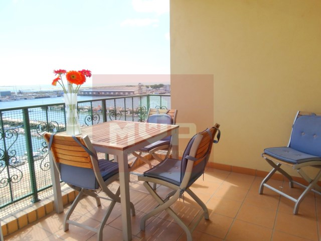 3 bedroom apartment with garage and sea view in Olhao-front porch