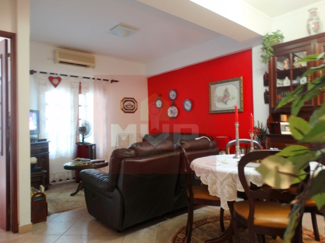 3 bedroom apartment with garage in the Centre of Olhao-room