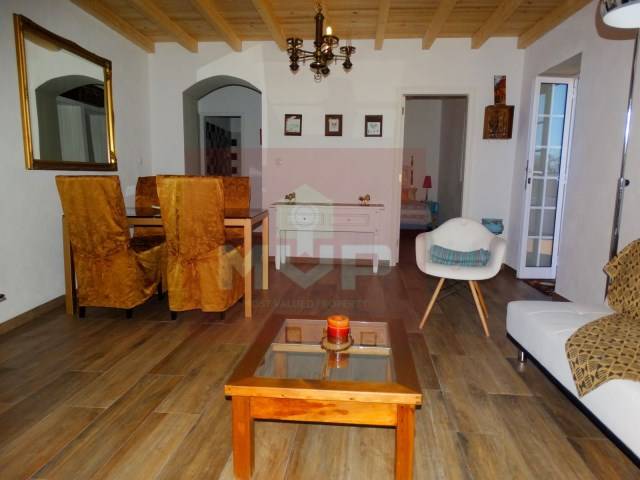 Villa with patio and sea view in Pechão-room