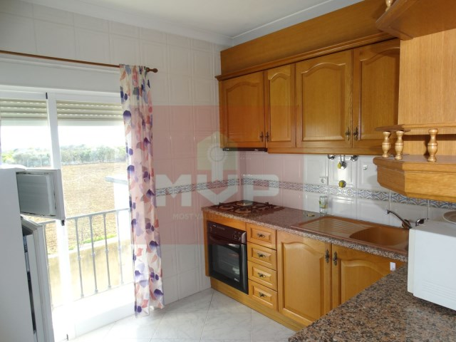 2 bedroom apartment in the Centre of Moncarapacho-kitchen