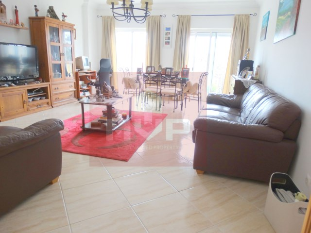2 bedroom apartment with parking in Olhao-room