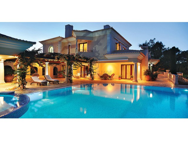 VILLA & SWIMMING POOL