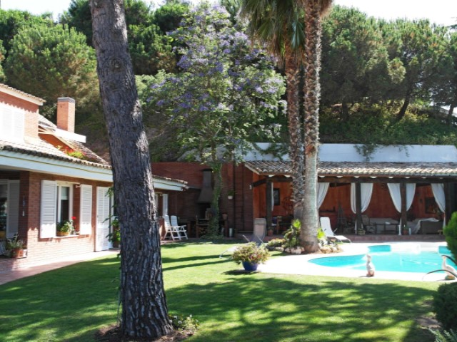 Villa with panoramic sea views, 35 km from Barcelona
