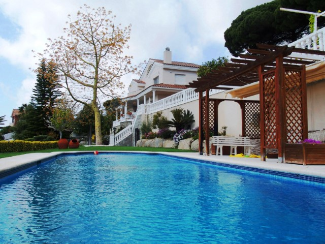Villa with sea view 20 minutes from Barcelona