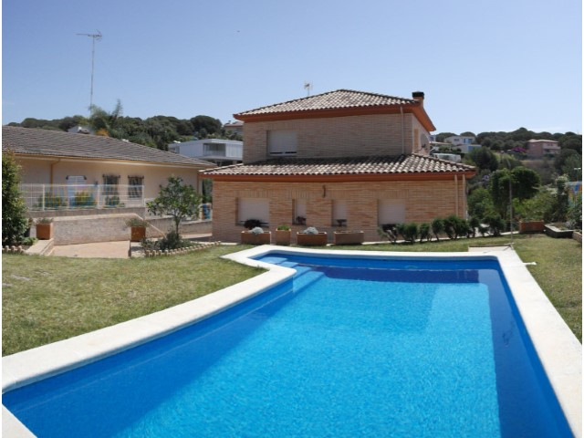 Villa in Arenys de Mar, 500 metres from the beach