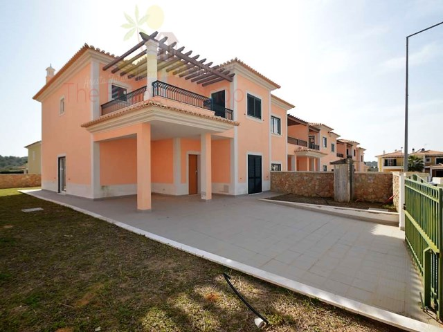 Semi Detached 4 Bedroom Townhouses in Algoz, Photos shown are of different houses in the same avenue but they all show the excellent build quality.