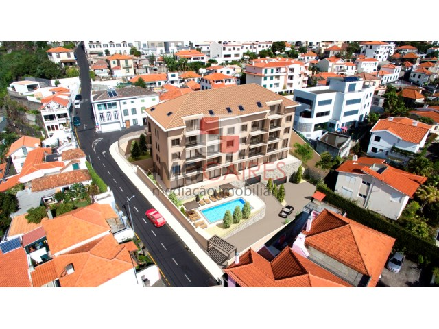 private condominium with pool near the centre of Funchal