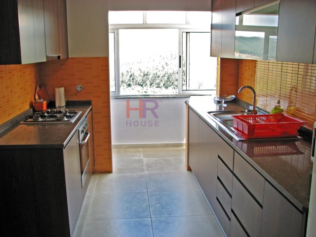 Apartment 3 Bedrooms + 1 Interior Bedroom › Santo António dos Olivais