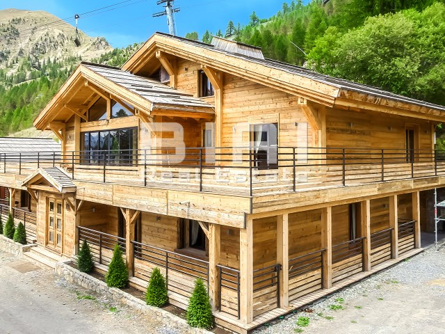 Chalet 8 Bedrooms › Isola
