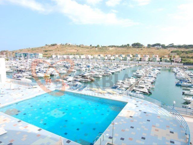 Buy 1 bedroom apartment with pool and near the beach in Albufeira.