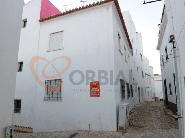 buy House in the Centre of Albufeira