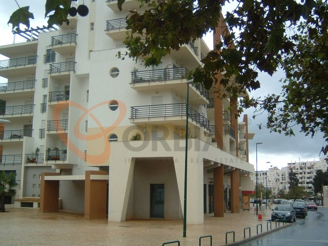 Buy apartment with 2 bedrooms in the Centre of Albufeira
