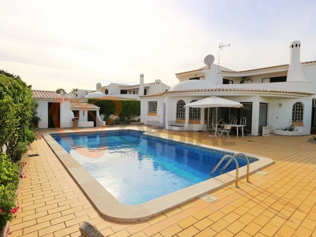 3 bedroom villa with swimming pool for sale in Albufeira