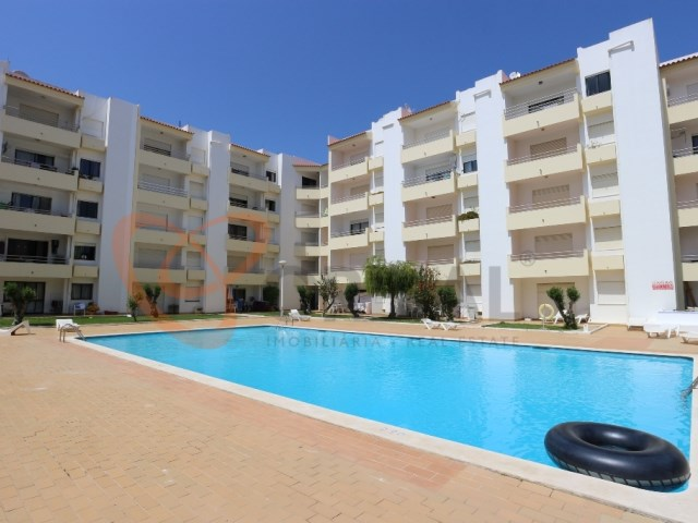 2 bedroom apartment with swimming pool for sale in Albufeira