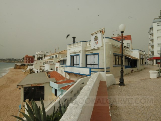 Restaurant and shop on the beach |