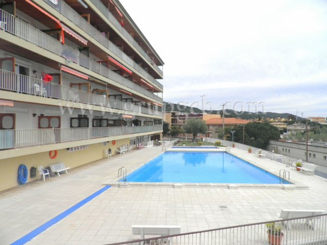 Building and area community-pool