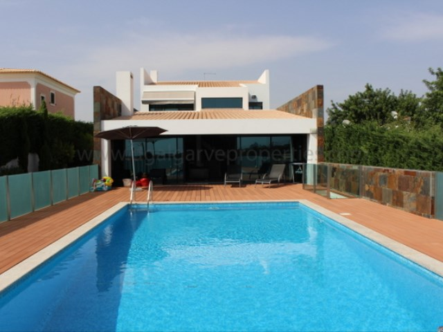 4 suites - 1 bedroom - Private - Spacious - Pool