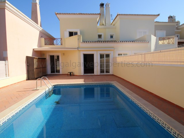 3bedroom-closevaldedolobo-pool-townhouse