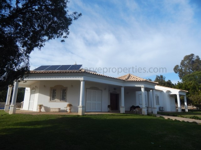 3bedroom-onelevel-villa-Quarteira-pool