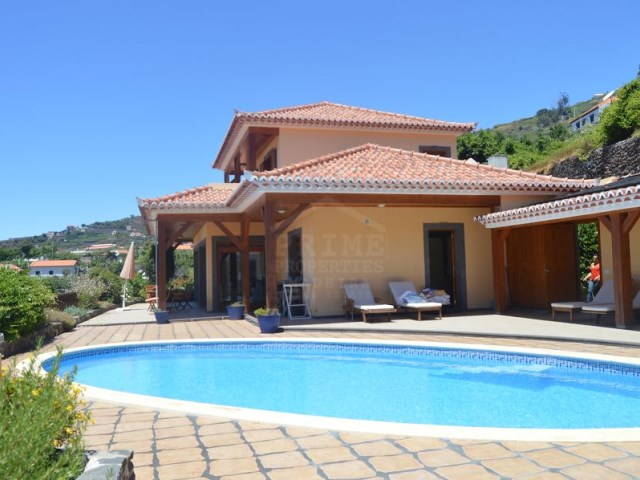 Villa with pool for sale Arco da Calheta Prime Properties Madeira Real Estate (1)