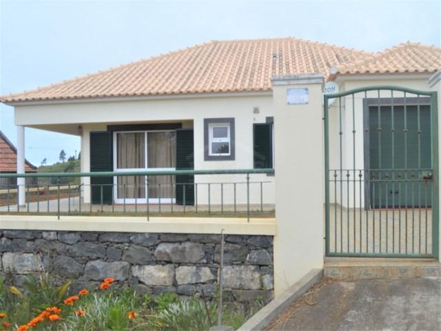 Casa de três quartos para venda na Calheta vistas