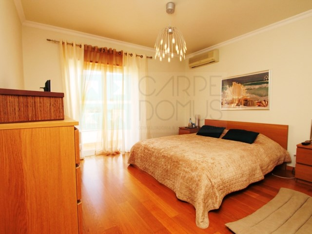 Apartment 2 Bedrooms › Carcavelos e Parede