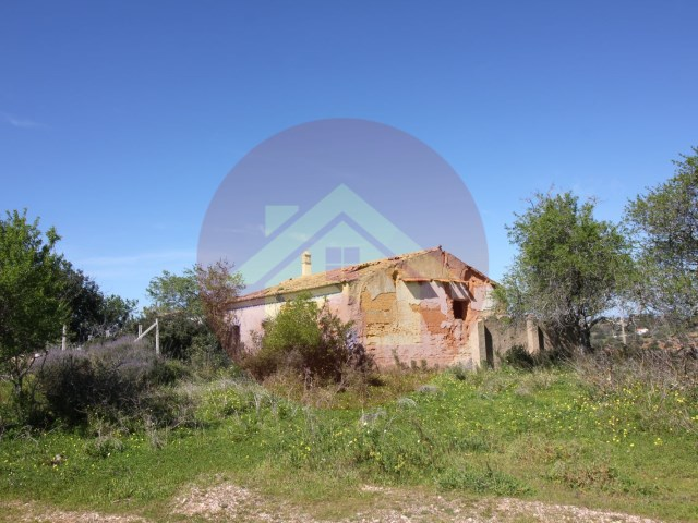 Farm-Ruin-Sale-Porches-Lagoa, Algarve