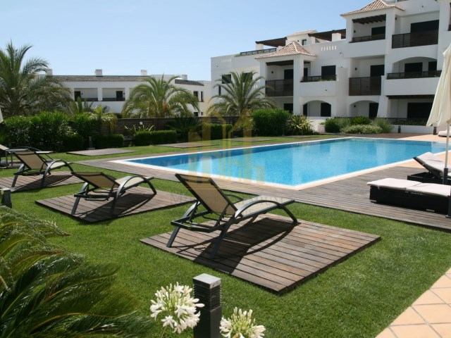 3 bedroom apartment with terrace in Luxury Resort on the beach front. Lagos, Algarve