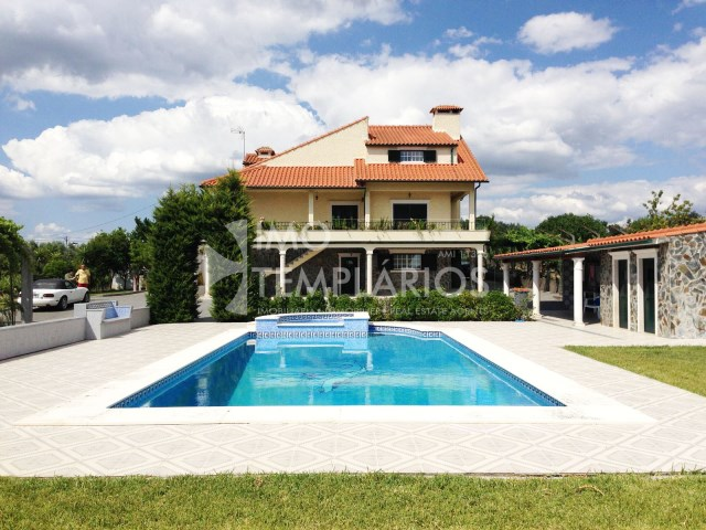 House 4 bedrooms + FIFTH c/7000 m2 + POOL-TAKE