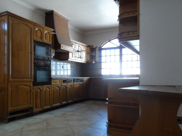 House 5 Bedrooms-Kitchen