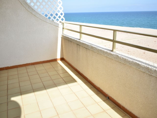 Nice pis in Canet de Mar Barcelona in front of the sea. Sunny all day.  2 bedrooms and 1 bathroom