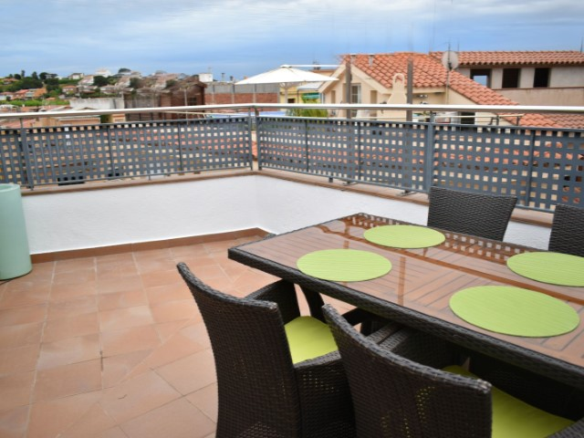 Nice floor exterior decorated with modern charm and design, the property has 55 m2 more terrace of 25 m2 private use